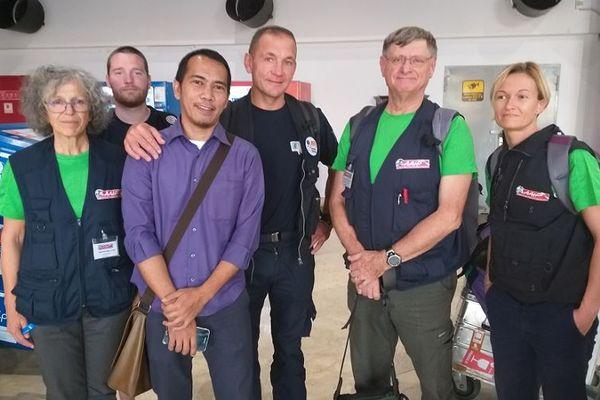 Retour à la case départ - A Jakarta, six des sept membres de l'équipe humanitaire de la mission engagée par l'AAIP attendaient aujourd'hui de rentrer en France avec les médicaments et le matériels de secours - A quelques minutes de l'embarquement ... 9/10/18