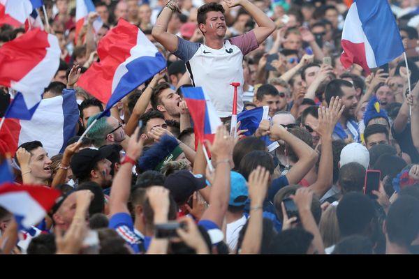 Joie des supporters à Nice après la qualification en finale de la coupe du monde
