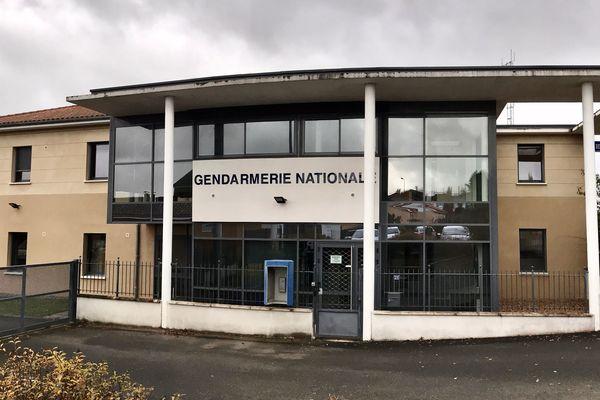 Les six migrants retrouvés à l'Aire de la Jalette (N141) ont été entendus vendredi soir à la gendarmerie de Saint-Junien.