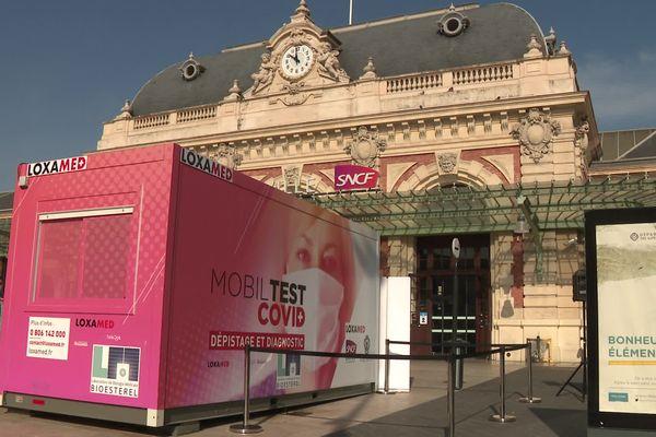 Une box mobile Installée sur le parvis de la gare de Nice pourra tester jusqu'à 200 personnes par jour.