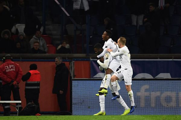 La célébration de Guingamp et de Marcus Thuram après un penalty contre le PSG au Parc des Princes