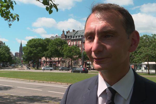 Laurent Jacobelli tend la main à l'électorat de Florian Philippot (7% des voix au premier tour), et veut ramener les abstentionnistes aux urnes pour le second tour des régionales.