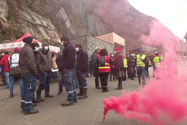 Les employés de la centrale hydroélectrique de Gavet (Isère) ont fait grève jeudi contre le projet Hercule.