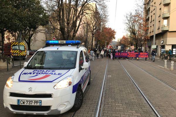 Parti de la Tronche, le cortège a ensuite défilé dans le centre-ville de Grenoble.