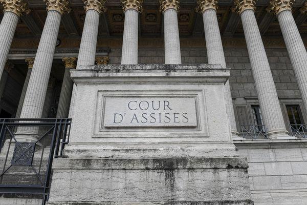 Il maquille la mort de sa femme en suicide : un mari jugé devant la cour d'assises du Rhône Lyon réfute toute intention homicide. Les faits remontent à août 2018.