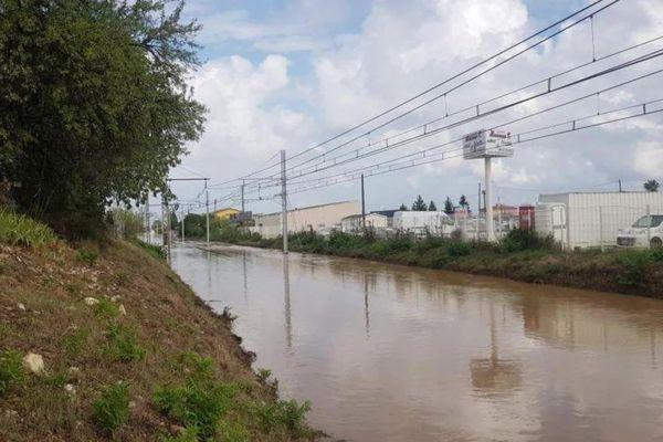 Gard - la voie ferrée entre Nîmes et Montpellier sous les eaux, le trafic SNCF interrompu - 14 septembre 2021.