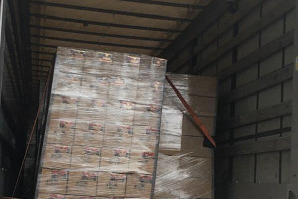 Plus de 17 tonnes de tabac à chicha et 30 000 euros en espèces ont été saisis.
