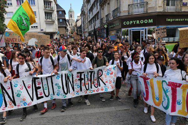 """Une partie du cortège des """"jeunes pour le climat"""" , ce vendredi 24 mai 2019"""