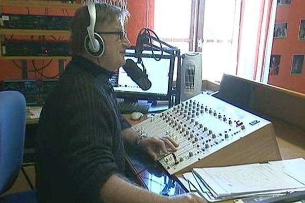 La Salvetat-sur-Agout (Hérault) - Marc Puccio, directeur, programmateur et animateur, au micro de Radio Peinard Salvetat - 5 mars 2014.