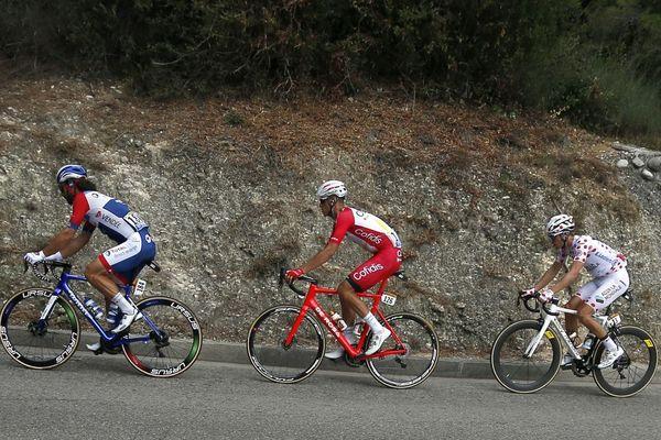 Anthony Perez (au centre), aurait pu revêtir le maillot à pois du meilleur grimpeur à l'issue de cette étape.