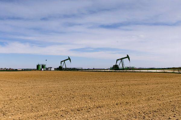 La Seine-et-Marne compte quelques puits de pétrole. La production représente moins de 1% de la consommation française.