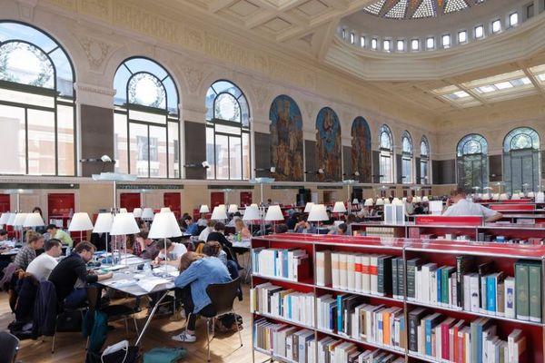 La bibliothèque d'étude et du patrimoine à Toulouse.