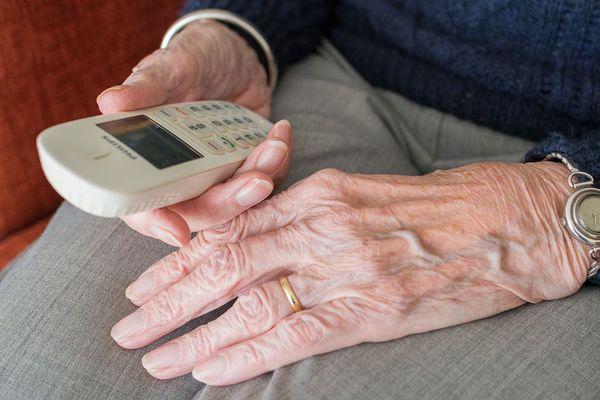 Les malfaiteurs ciblaient des personnes âgées via leur téléphone fixe. Photo d'illustration