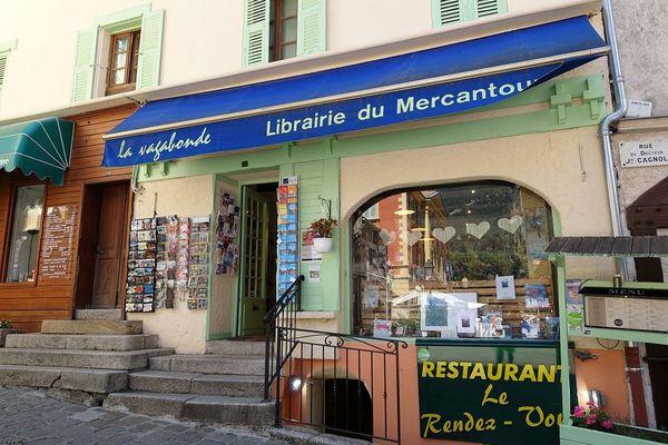 """Située dans le vieux Saint-Martin-Vésubie, la librairie """"la vagabonde"""" que ses propriétaires ont dû abandonné temporairement à cause de la tempête Alex"""