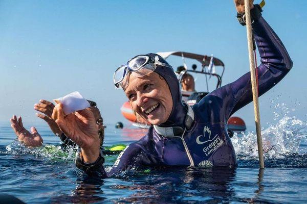 La championne Alice Modolo tout sourire après sa performance à Kalimata en Grèce, elle a plongé à moins 86 mètres.