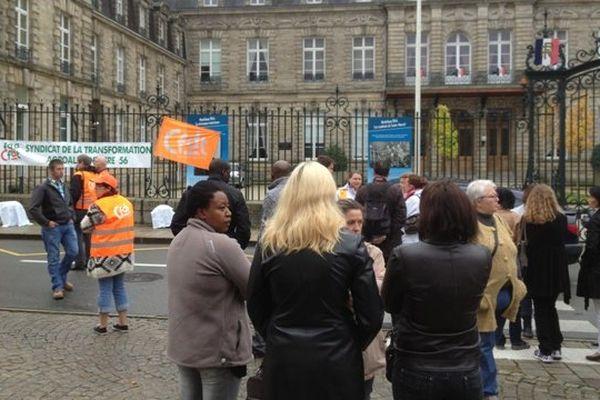 Les salariés licenciables de Gad Josselin manifestent devant la Préfecture de Vannes