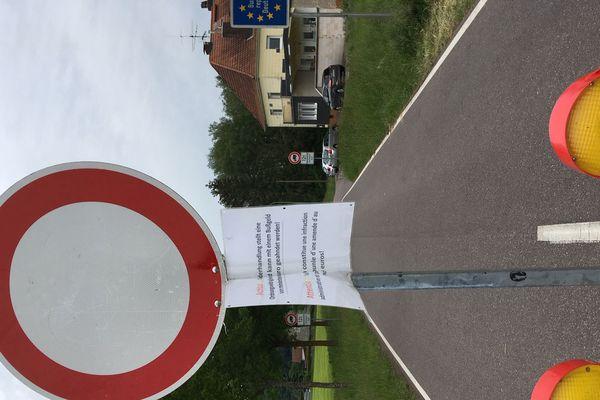 Le petit poste frontière d'Überherrn (13 Mai 2020)