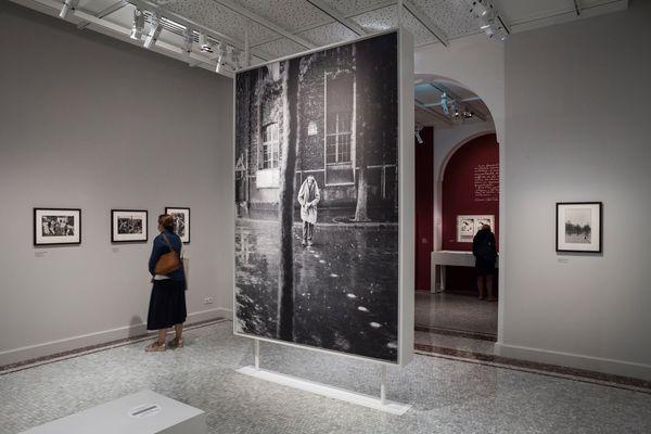 Alberto Giacometti. Vue de l'exposition Henri Cartier-Bresson – Revoir Paris (15 juin – 31 octobre 2021) au musée Carnavalet – Histoire de Paris