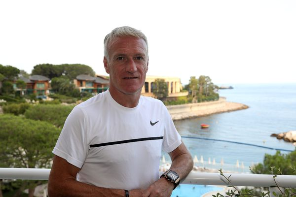 Didier Deschamps profite de vacances bien méritées, d'abord à Monaco puis à Saint-Tropez.