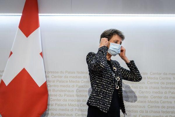 Covid 19 La Suisse Interdit Les Rassemblements De Plus De 15 Personnes Dans L Espace Public Dans Tout Le Pays