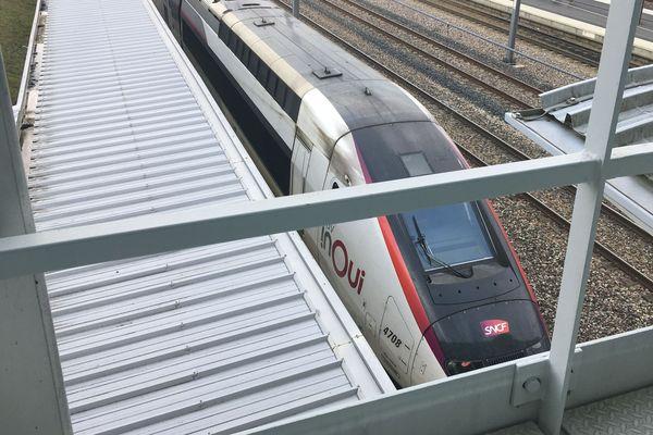 Le train a été immobilisé et inspecté pour la sécurité des voyageurs dans la gare Champagne-Ardenne TGV de Bezannes