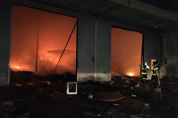 L'incendie a démarré vers 20h30 à Sedan, dans les friches Mory.