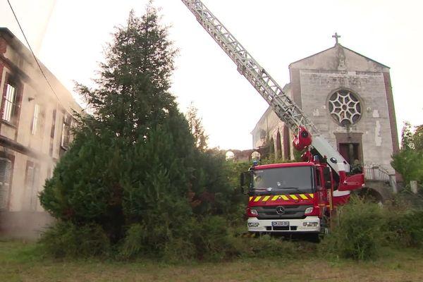 Une soixantaine de pompiers est intervenue dans la nuit de lundi à mardi 28 septembre 2021