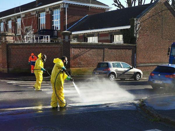 Opération de désinfection des rues, début avril, à Valenciennes.