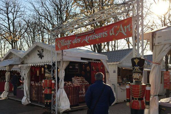 """Le """"village des artisans"""" sert de vitrine """"made in France"""" pour le marché des Champs-Elysées."""