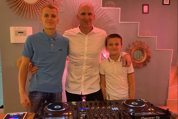 Sylvain Casses alias DJ Cassou et ses deux enfants, Théo et Arthur, se mobilisent pour la bonne cause.