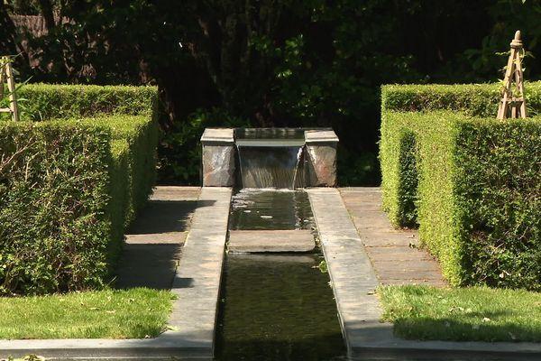 Les jardins de la maison de la rue au Lin : l'eau toujours présente.