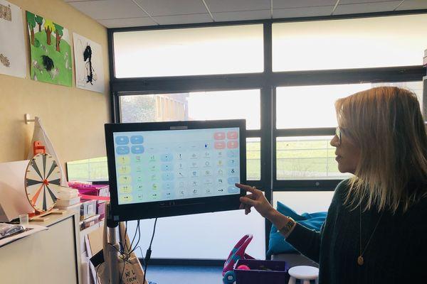 A Montluçon, dans l'Allier, la synthèse vocale à commande oculaire du Centre d'action médico-sociale précoce a obtenu des premiers résultats positifs.
