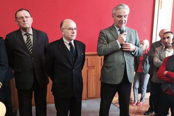Le ministre de l'intérieur Bernard Cazeneuve accueilli par le député maire de Saint-Dizier François Cornut Gentille