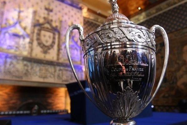 La trophée de la Coupe de France de Football