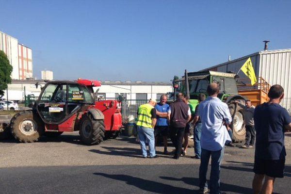 La fromagerie de Benestroff bloquée depuis ce matin par une vingtaine d'agriculteurs de la Coordination Rurale