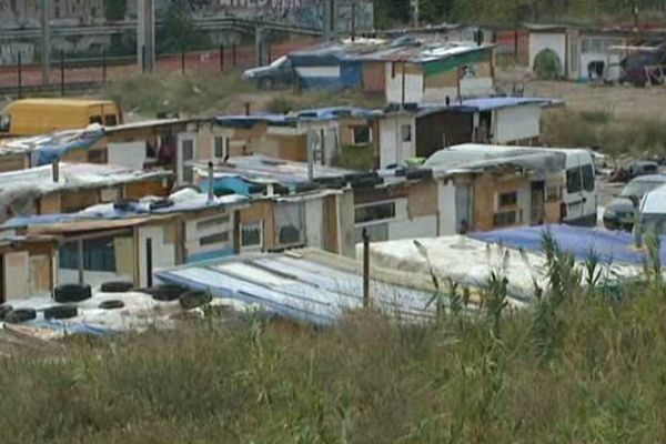 Un camp de Roms aux portes de Marseille. archive.