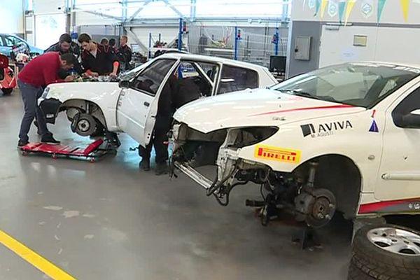Julien Gonzales va participer au rallye du Vallespir avec ces deux voitures, une Peugeot 205 et une 206 - 29 mars 2017.
