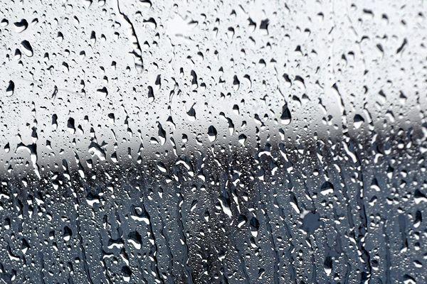 Un épisode pluvieux actif se met en place sur les régions sud et notamment dans l'Hérault, Aude et Pyrénées-Orientales. On attend jusqu'à l'équivalent de 2 mois de pluie d'ici mercredi.
