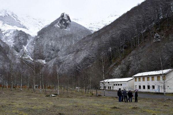 Une photo prise en avril 2016, devant les anciens bâtiments de la mine de tungstène de Salau en Ariège.
