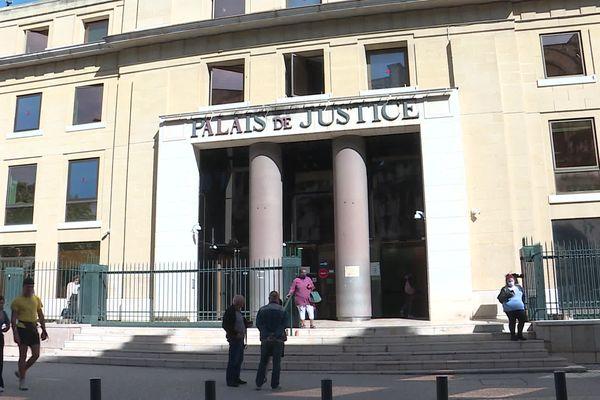 Reconnu coupable d'escroquerie depuis sa prison, un détenu a été condamné à 18 mois de prison ferme par le tribunal judiciaire de Nîmes.
