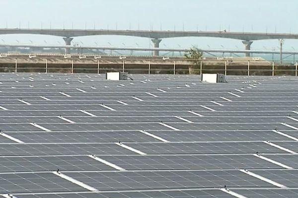 7600 panneaux solaires ont été installés sur les 15 000 m2 du toit de la base sous-marine de La Pallice à La Rochelle.