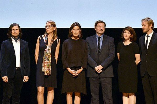 L'écrivain Eric Neuhoff (3e en commençant par la droite) a reçu hier mardi pour l'ensemble de son oeuvre le Grand prix de la Fondation Prince Pierre de Monaco.