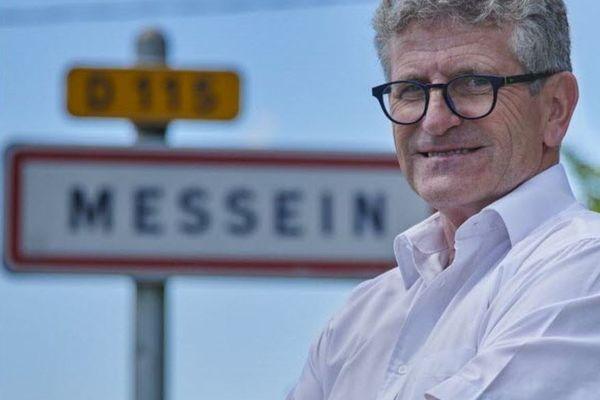 Depuis les confinements, Daniel Lagrange, le maire, est très sollicité pour des demandes de terrain : le paysage vallonné de Messein fait des adeptes.