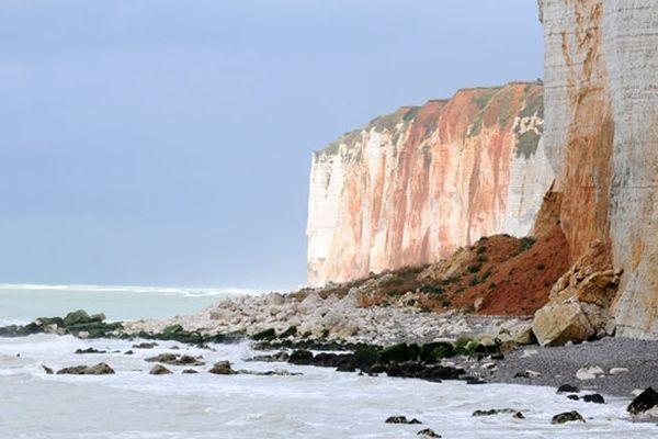 Un éboulement de falaise aux Petites Dalles près de Veulettes sur Mer en Seine-Maritime