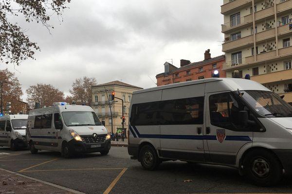 Les cars de CRS basés sur le boulevard de Strasbourg pour la manifestation des lycéens