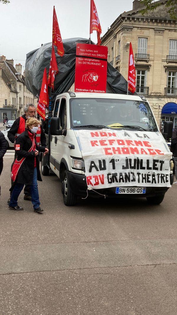 La manifestation était placée sous le signe de la convergences des luttes.