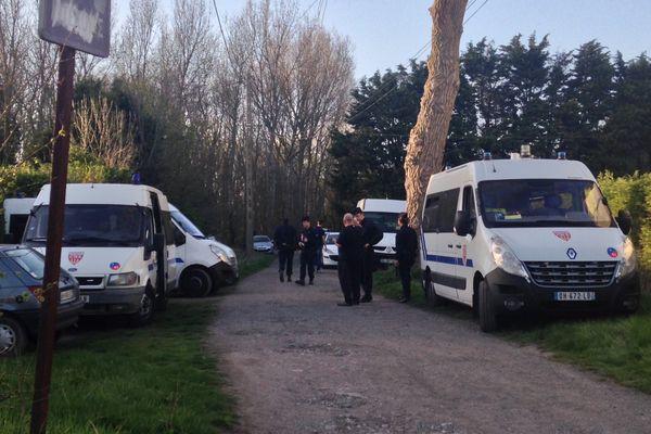 Le corps de la fillette a été retrouvé dans ce bois près de la rue des Garennes.