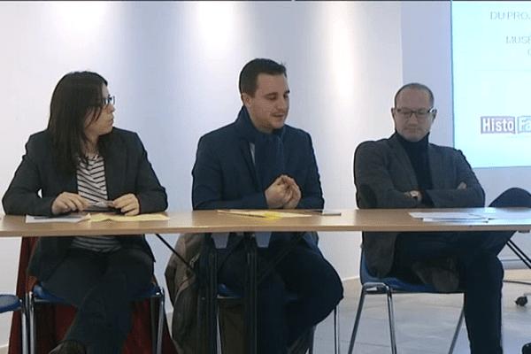 """Au centre, romain Bail, maire de Ouistreham lors de la présentation du projet de """"centre d'interprétation franco-britannique"""""""