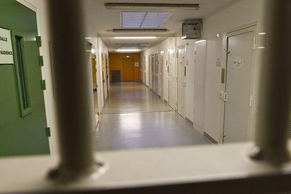 La détenue s'est suicidé dans la soirée, entre 18h30 et 19h.