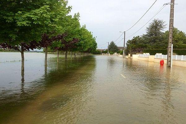 Tréclun (21), toujours sous les eaux ce lundi 6 mai 2013